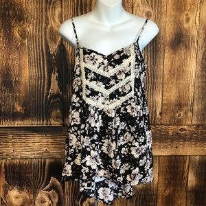 She + Sky Black/White Floral Lace Sleeves Top S